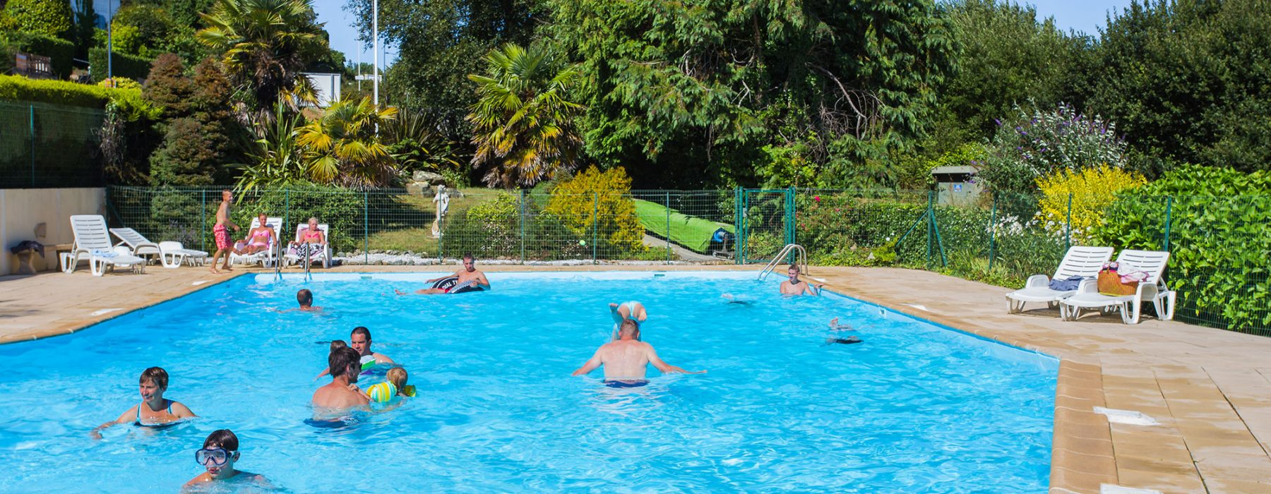 Camping crozon avec piscine chauff e camping 4 toiles for Camping dans le cantal avec piscine